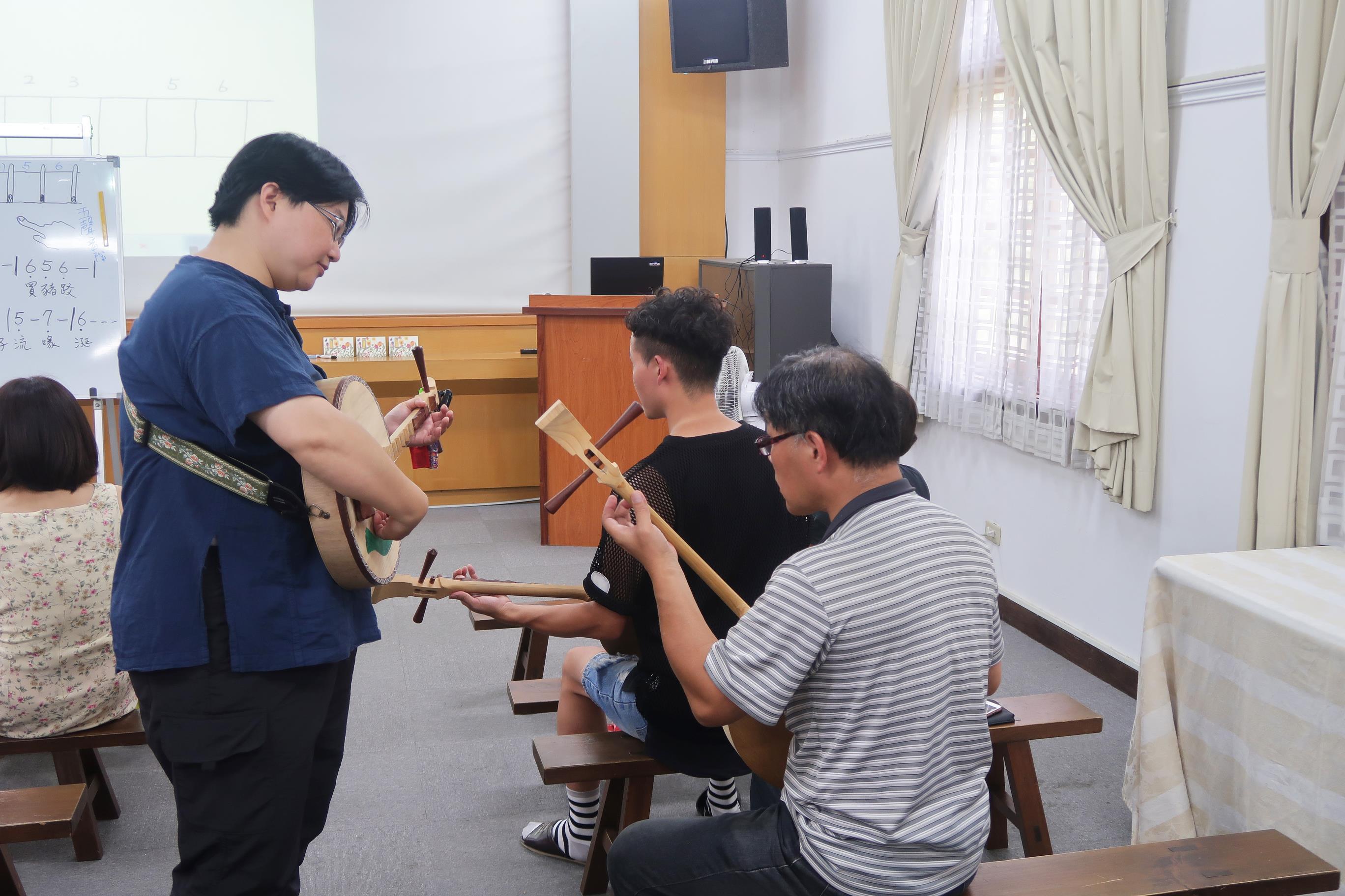2017志工月琴體驗課程06