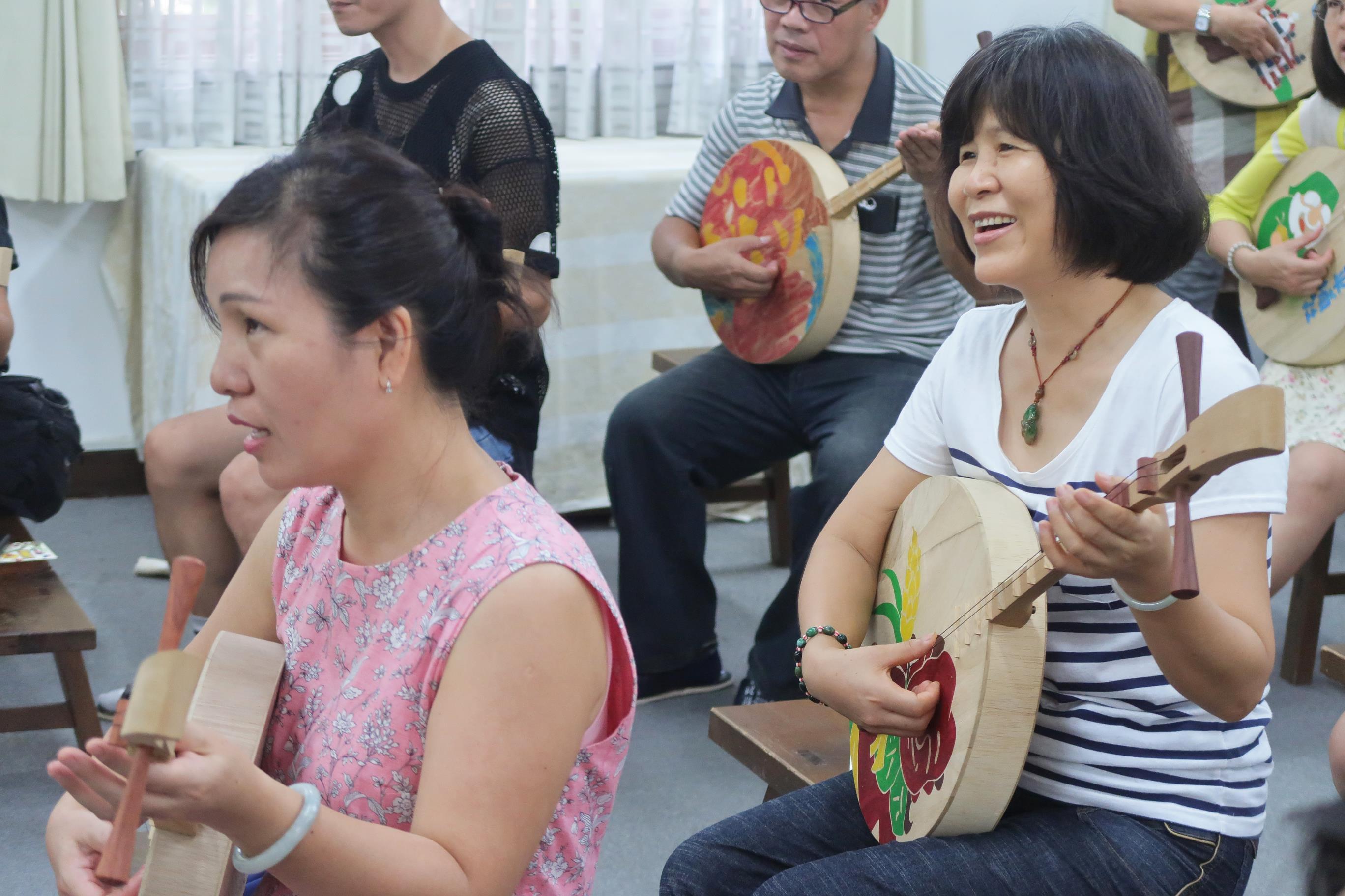 2017志工月琴體驗課程09