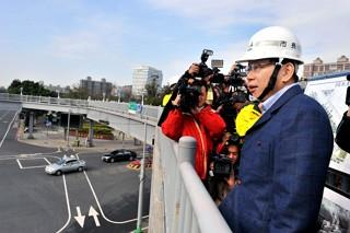 Mayor Ko Inspects Athletes' Village Construction