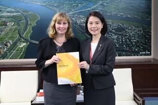 Deputy Mayor Meets Australian Office Taipei Delegates