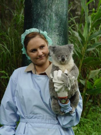 Koala Tiwi and Keeper Heidi