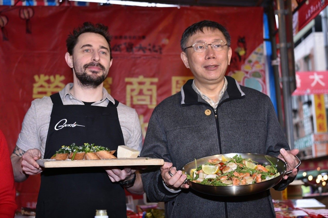 Mayor Visits Rongbin Commercial District, Promotes CNY Dinner One-stop Shop