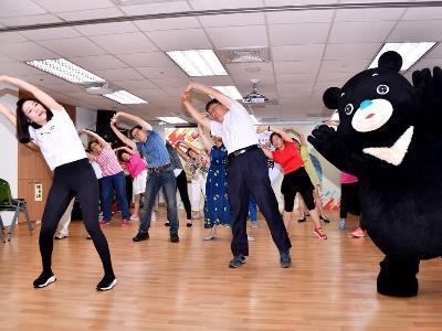 Mayor Celebrates Double Nine Festival with Elders, Shows off Bravo Dance