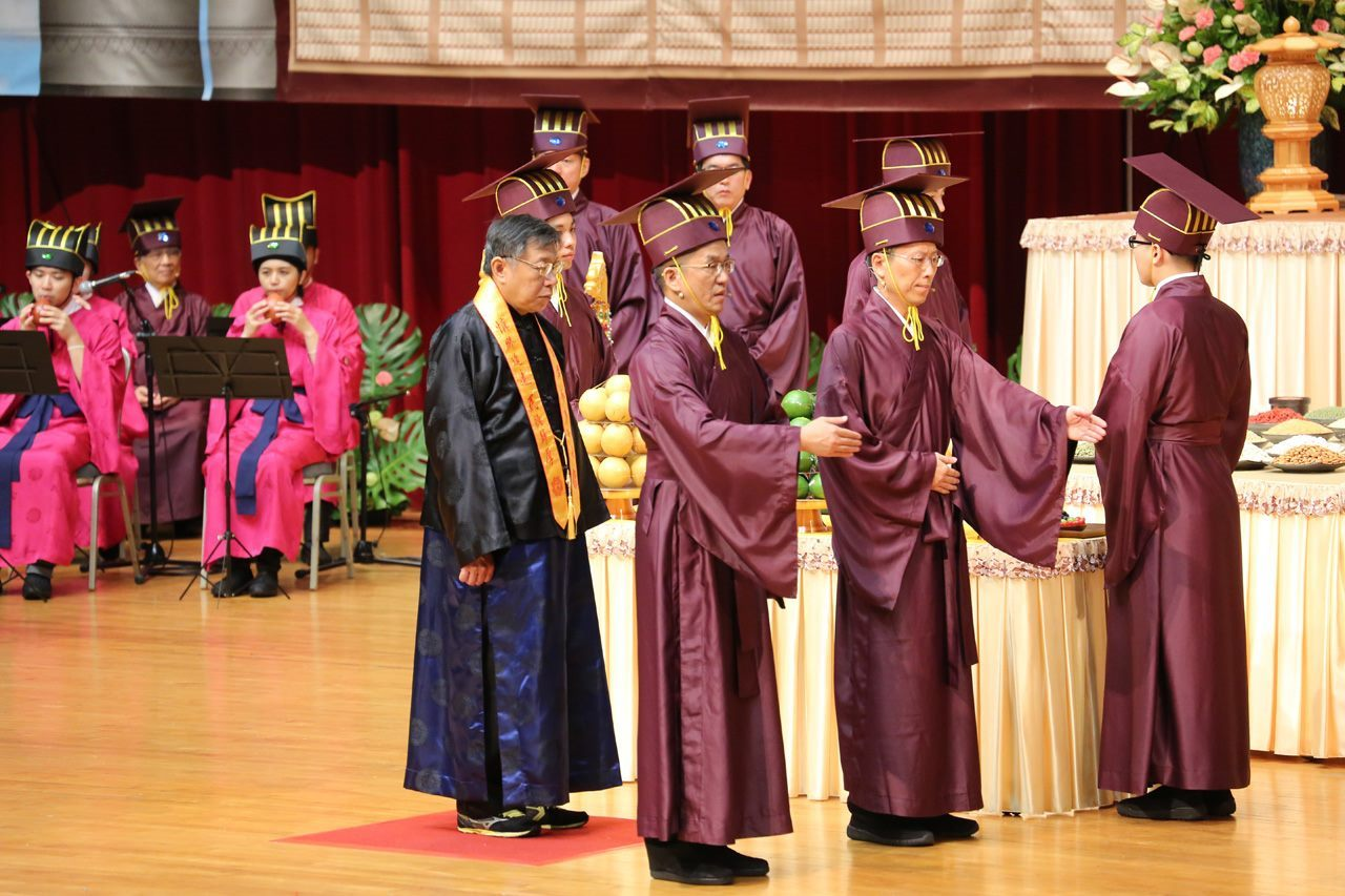 Mayor Attends Pudu Ceremony, Prays for Peace and Prosperity