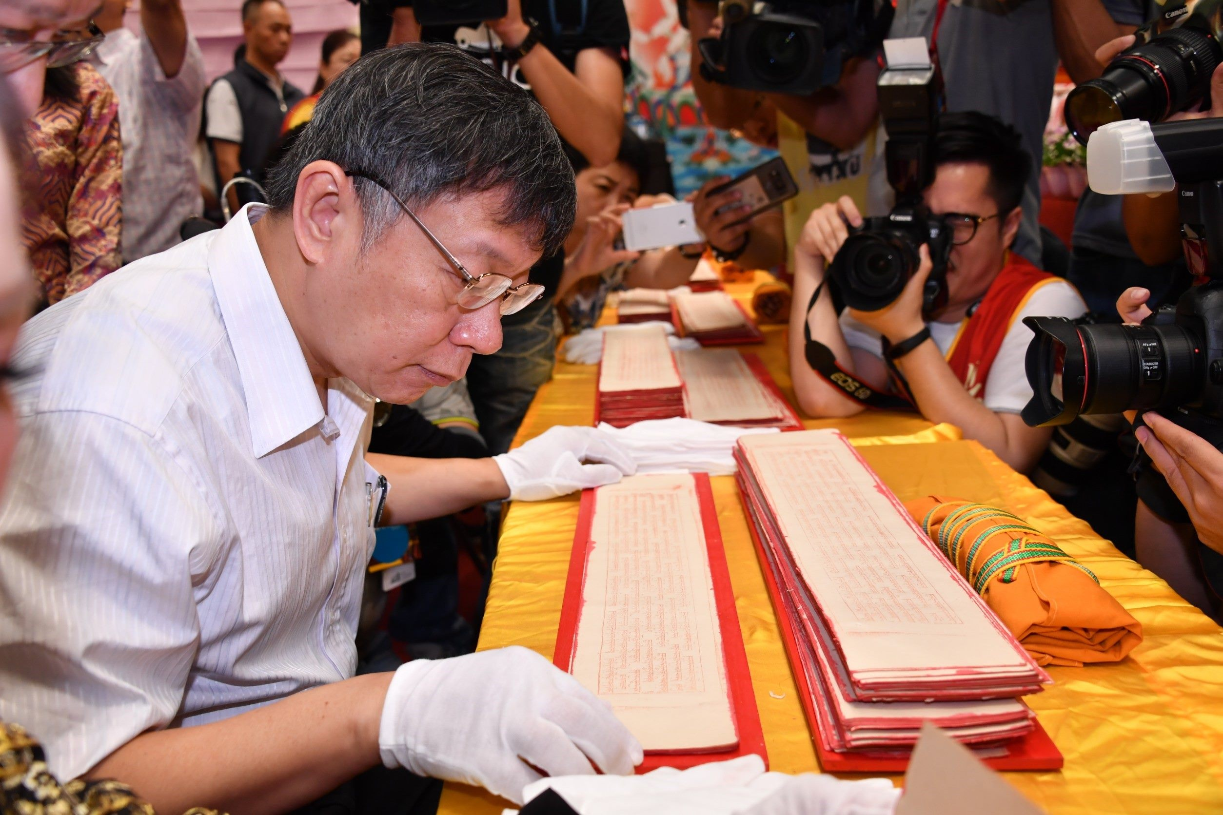 Mayor Attends Tibetan Buddhism Exhibition at Expo Park
