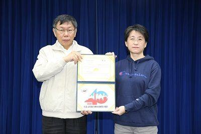 """Mayor Grants First Prize in the """"2019 Taipei-Atlanta Sister City 40th Anniversary Logo"""" Design Competition"""