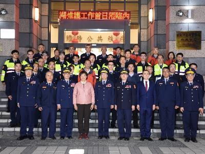Deputy Interior Minister Lin Visits Neihu Precinct to Show Appreciation on the First Day of the Holiday Season's Heightened Security Operation
