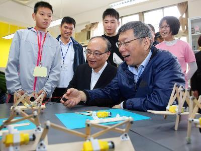Taipei to Continue Innovative Experimental Education, Mayor Promises at Education Exhibition