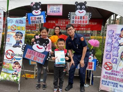 Police Officers Promote Anti-drug Campaigns on Mother's Day