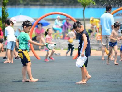 It's Water Frolicking Time! Dajia Water Playground Opens to the Public