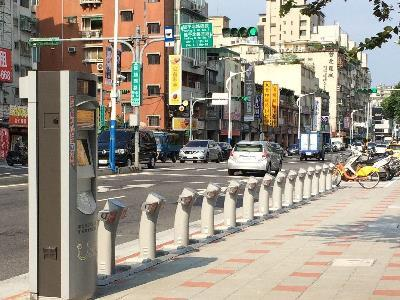 Red Light Duration Shortened in Response to Sweltering Summer Heat