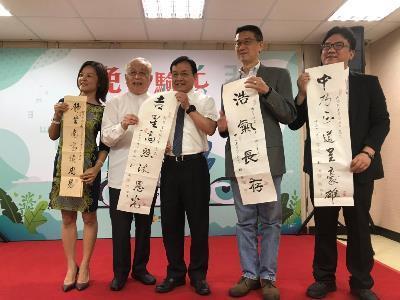 "DSW, Philanthropic Enterprise Launch ""Glasses of Love Facilitates Reading"" Campaign"