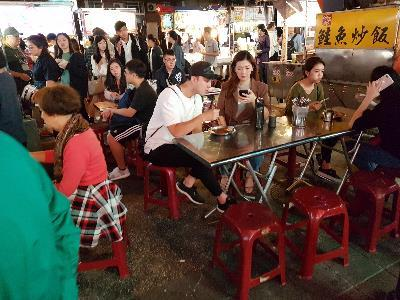MAO Launches Reusable Tableware at Night Market Dining Area