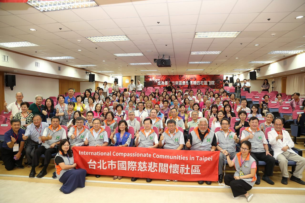 Mayor Ko and the members of International Compassionate Communities in Taipei