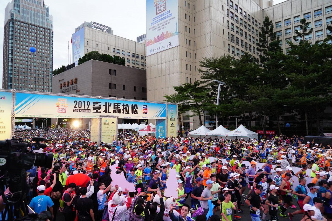Runners at the 2019 Taipei Marathon