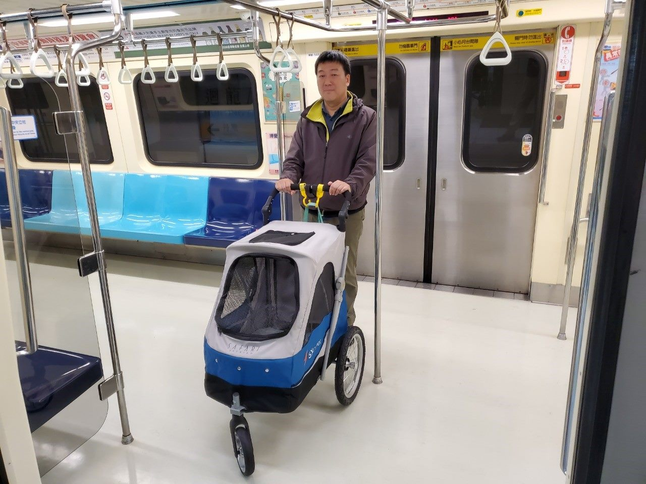 Bringing Pet strollers onto the MRT