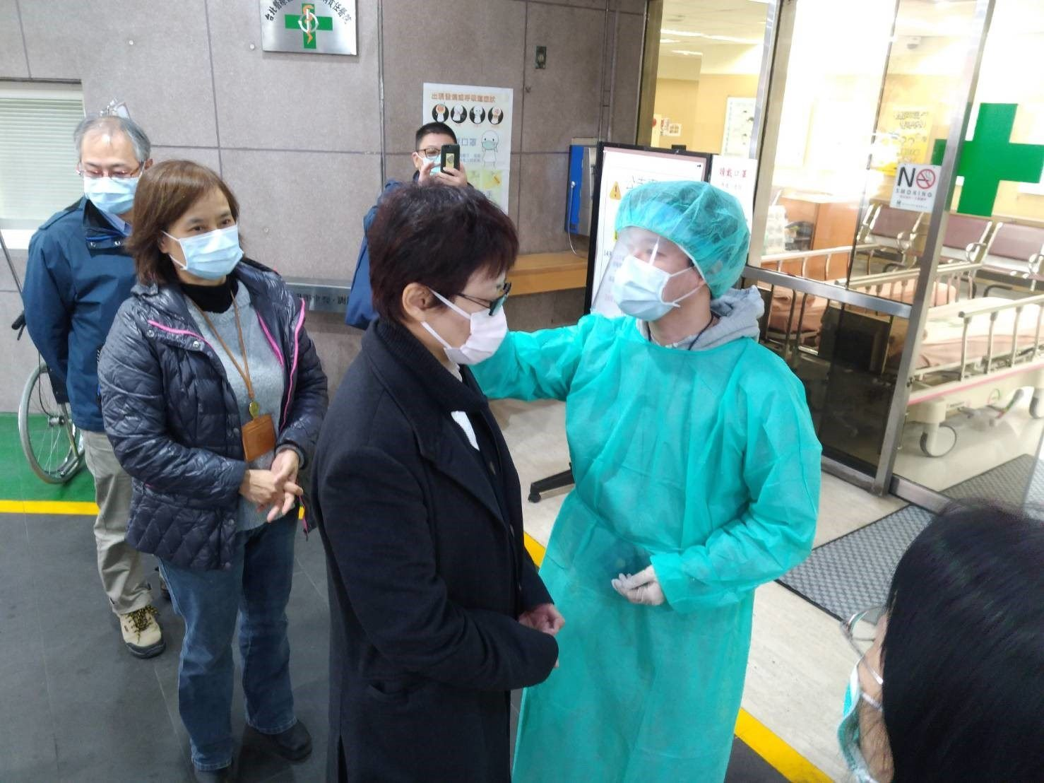 DOL Commissioner Chen Visits Local Hospital