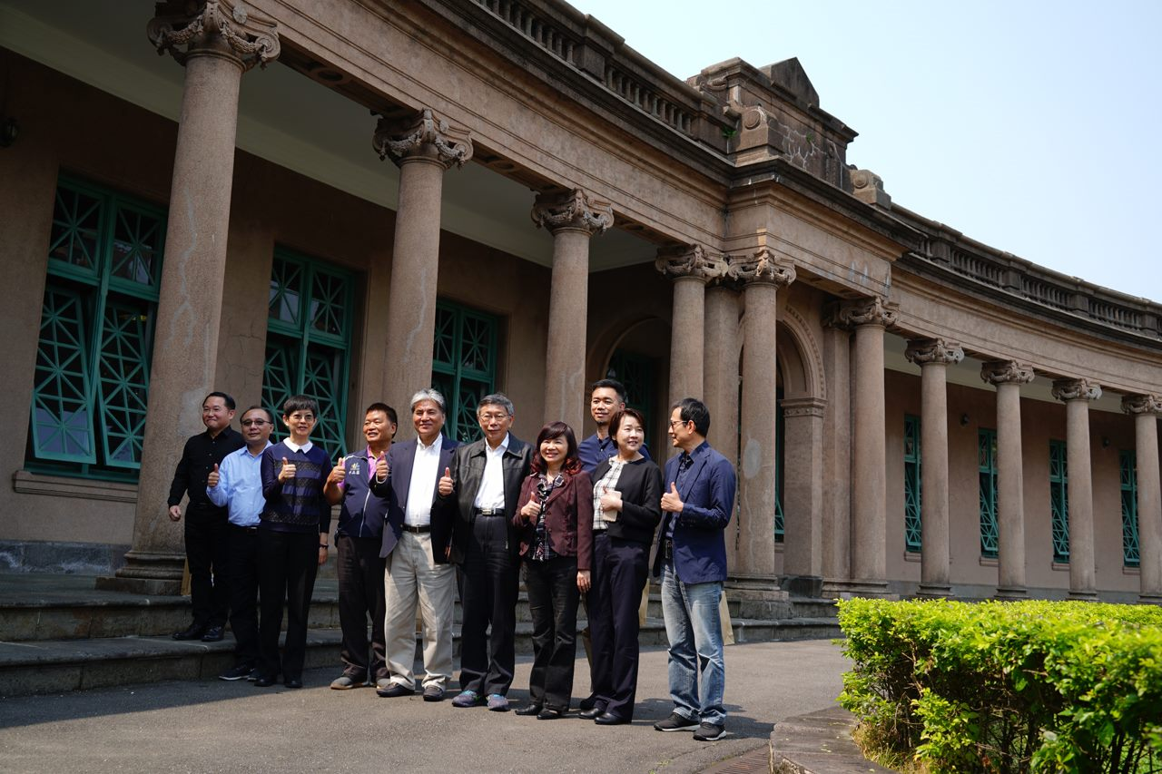 Mayor Ko and city officials at Taipei Water Museum