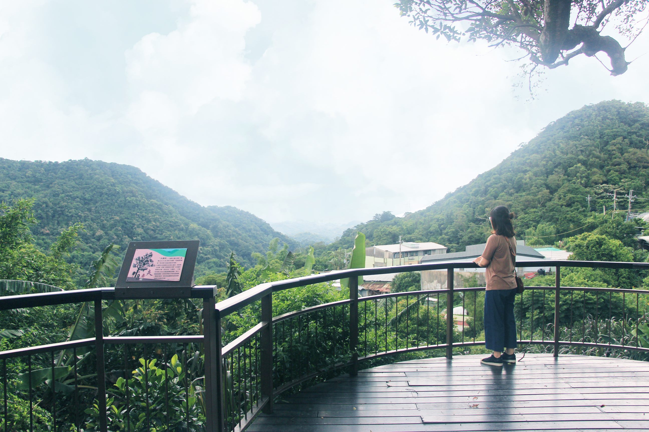 A view from the observation deck at Baishihu