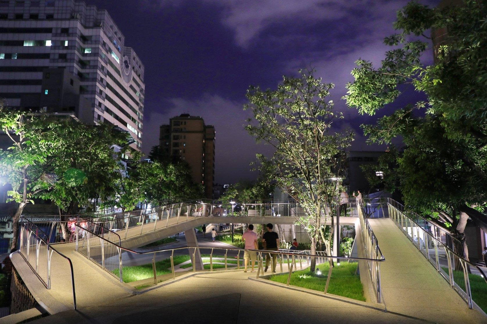 The Xinzhongshan Linear Park by night