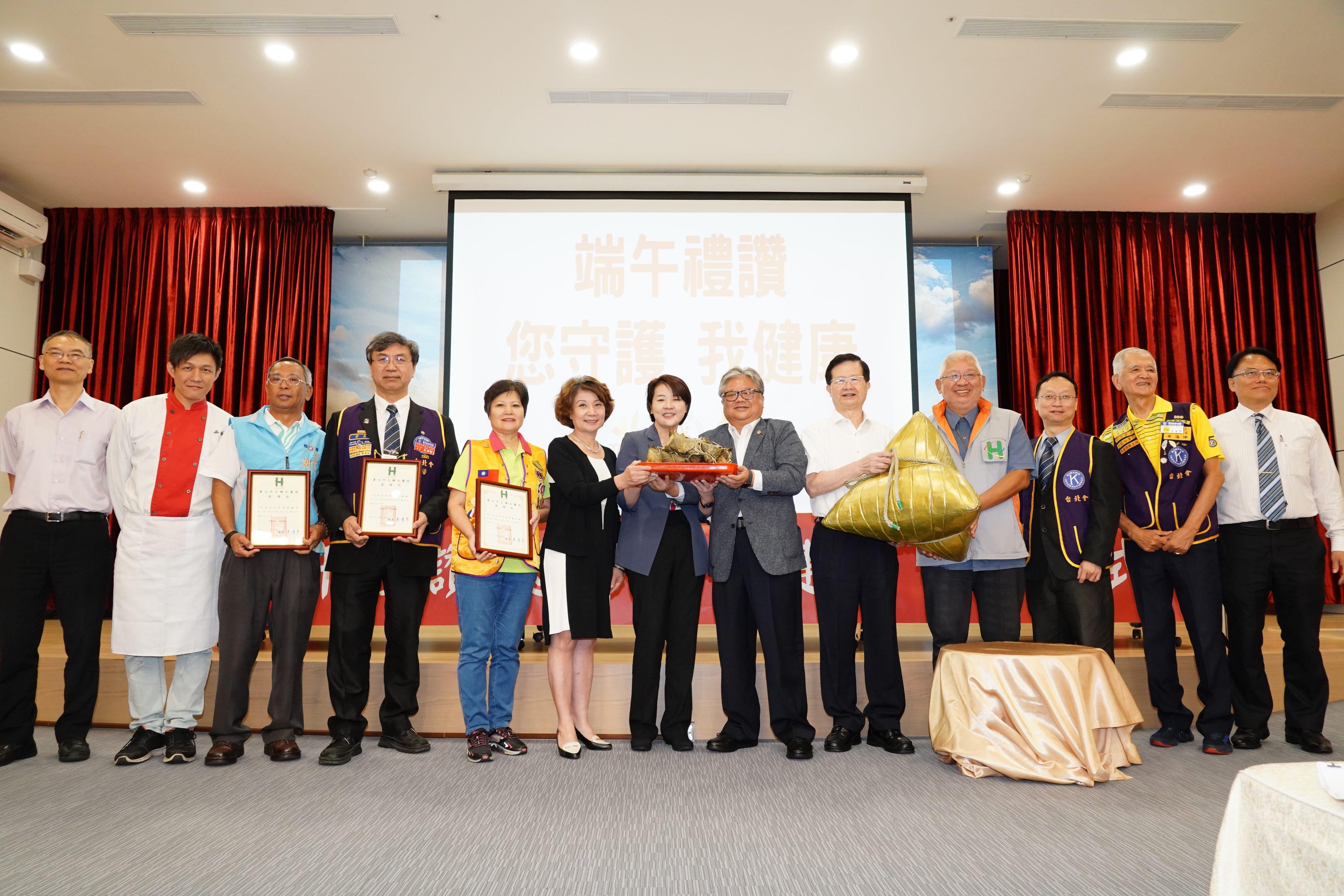 NGOs donating 4000 zongzi to Taipei City Hospital