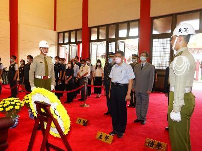 Mayor Ko at the National Martyrs' Shrine