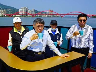 Mayor and city officials at Guandu Wharf