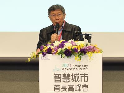 Taipei City Mayor Ko delivering a keynote speech at the 2021 Smart City Mayors' Summit