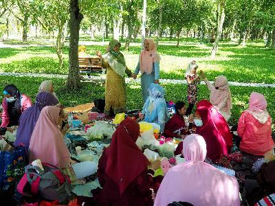 Muslim friends enjoying a picnic after the conclusion of Ramadan