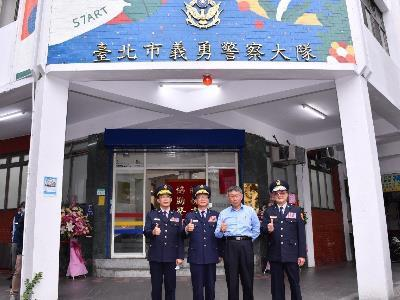 Mayor and police officials at the inauguration of the volunteer police building