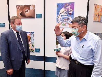 Mayor and Israeli Representative Omer Caspi at the students' art exhibition