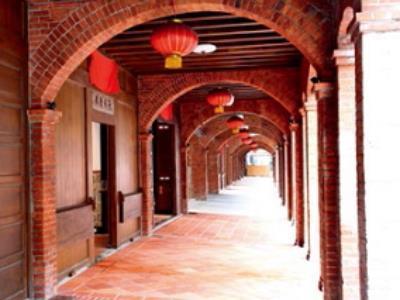 Taking a Stroll Around Dihua Street