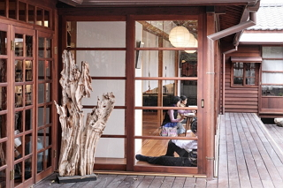 A Utopia for Bibliophiles--Reading in Old Houses
