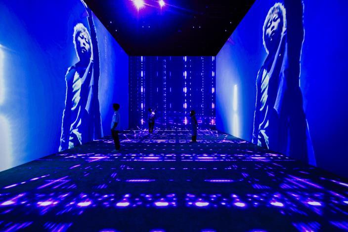 「生命的現場-演唱會」以五面投影與4D Views等先進科技,讓觀眾身歷其境感受演唱會的超嗨氣氛