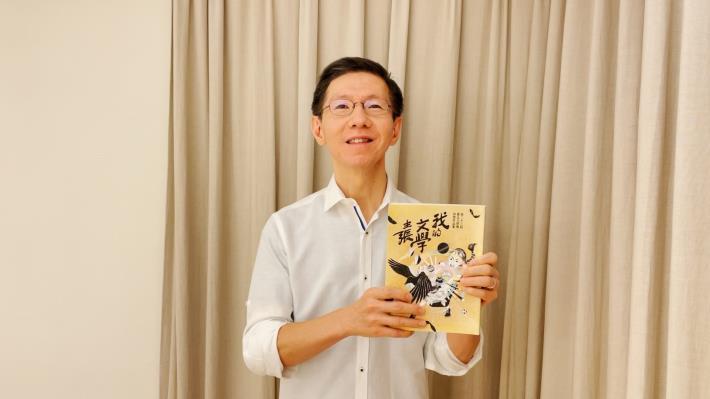 引言人王文華表示透過這些影片,可以看到不同文類、不同職業的作者,在文學的森林中被濃翠包圍的心聲