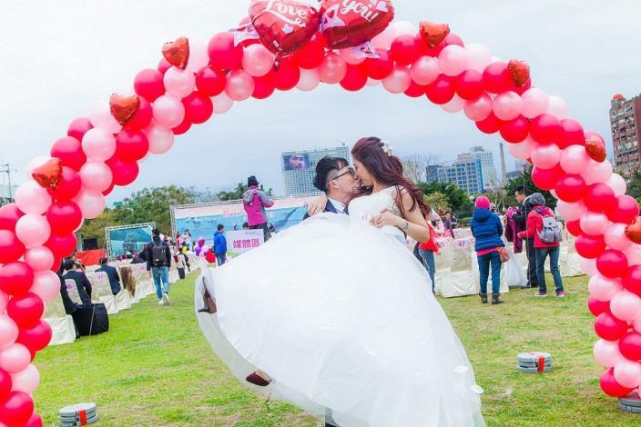 16婚禮花絮[開啟新連結]