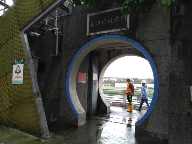 基四號疏散門因為較不影響交通,因此水利處將於日間進行試關