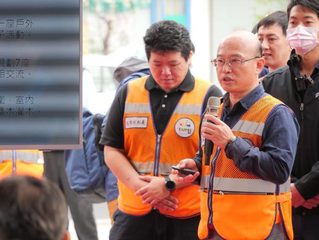 培英社會住宅工程開工典禮由水利處總工程司張凱堯簡報(畫面右方)
