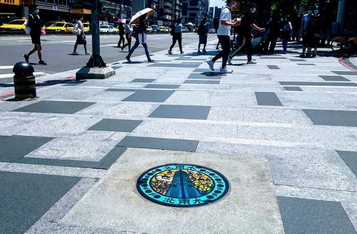 台北市101年全國首創第一個彩繪人孔蓋