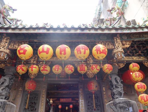 艋舺青山宮至今已有百年的歷史,不僅是台北重要的在地信仰,更是艋舺人的生活寄託。