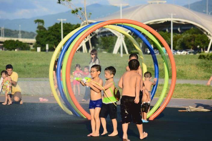 大佳兒童戲水區噴水加倍送 high玩一整天