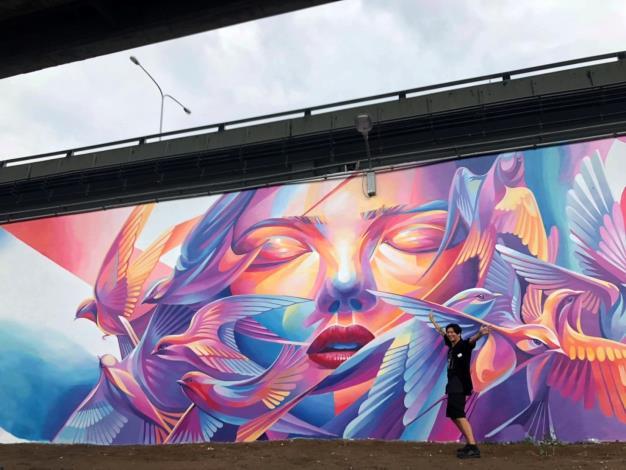藝術家 LeHo彩繪畫出夢幻般的牆面