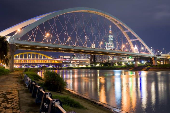 「彩虹河濱」則可以看到101大樓