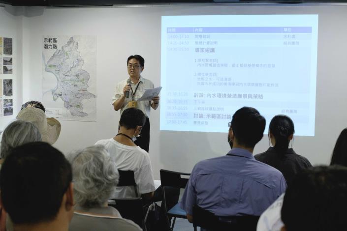 與12行政區社區大學、公民團體及專家學者辦理專家座談會