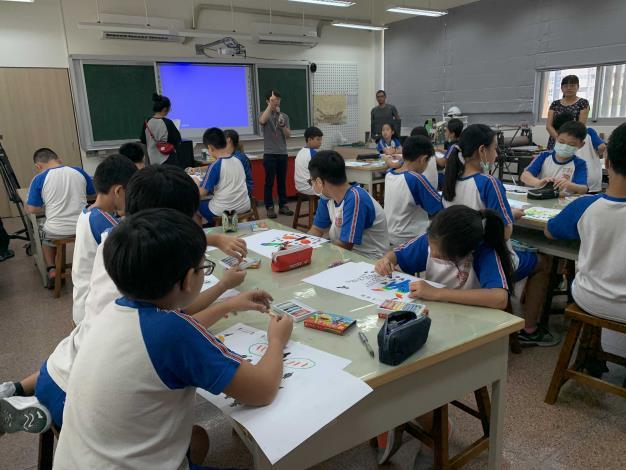 這次工作坊結合植栽教學和藝術創作,讓學童揮灑創意