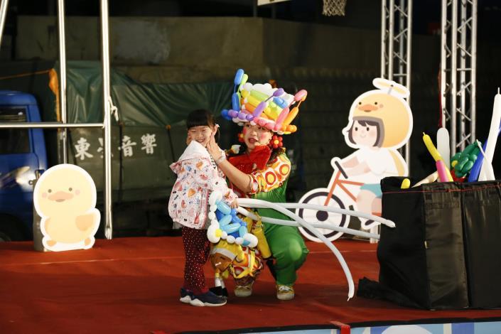 氣球姐姐表演掀起另一波活動的高潮