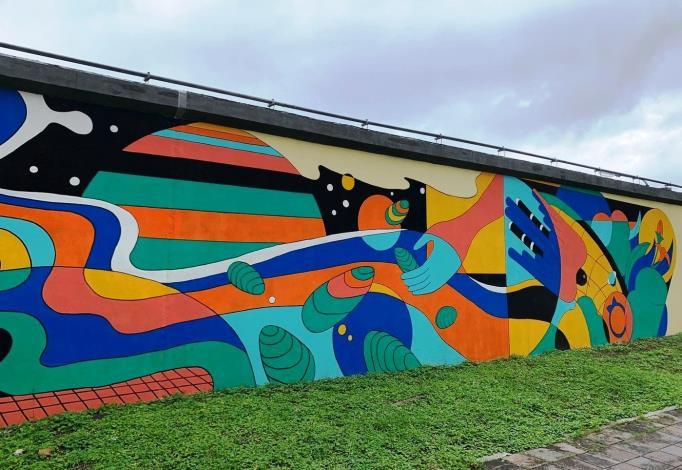 內湖堤防變藝術牆完工