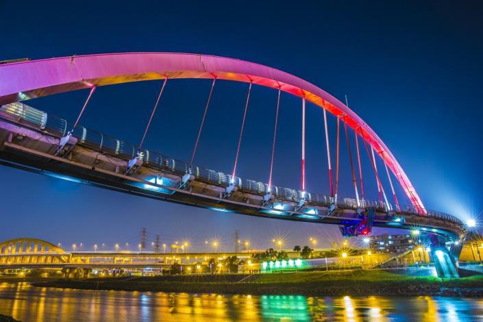 彩虹橋已是各路攝影好手拍攝夜景首選
