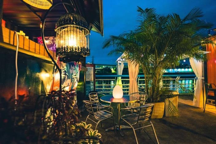錫口碼頭還有今(109)年10月開始營運的河濱餐酒小吧
