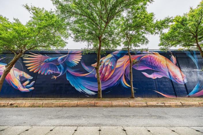 基隆河左岸5號水門旁的堤壁上,出自台灣新銳藝術家 LeHo之手